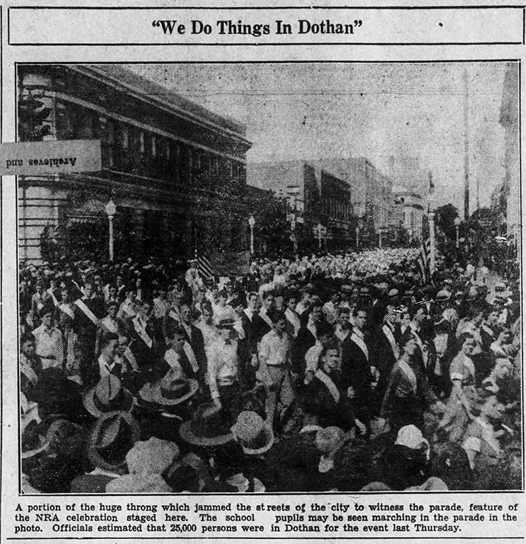 Dothan Eagle clipping displaying a crowd of onlookers at the Blue Eagle Day parade.